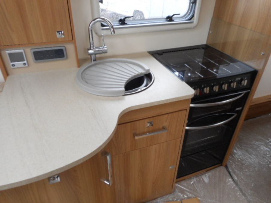 Image of 2015 Bailey Unicorn Vigo - end washroom 4 berth with transverse island bed + FREE starter pack